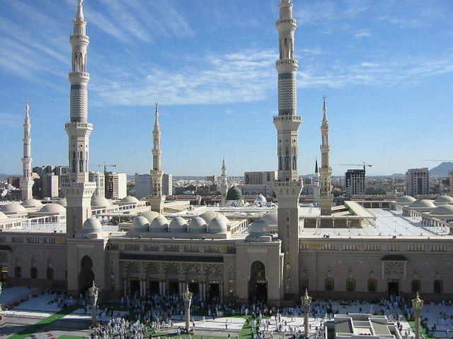 800px-Masjid_Nabawi._Medina,_Saudi_Arabia