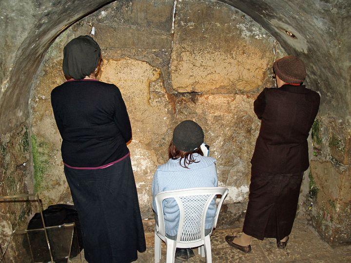 Jewish Women_praying_in_the_Western_Wall-